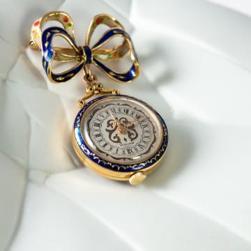 Spilla orologio oro giallo e smalto blu