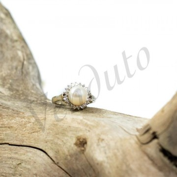 Anello perla e diamanti