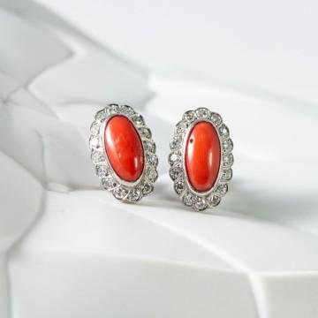 Orecchini bottone platino corallo e diamanti